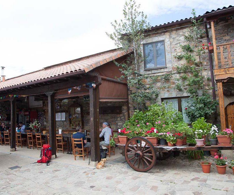 patio_rabanal_del_camino_albergue_el_pilar_3
