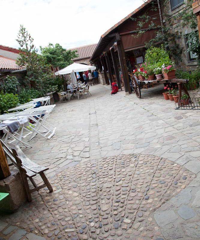 patio_rabanal_del_camino_albergue_el_pilar_4