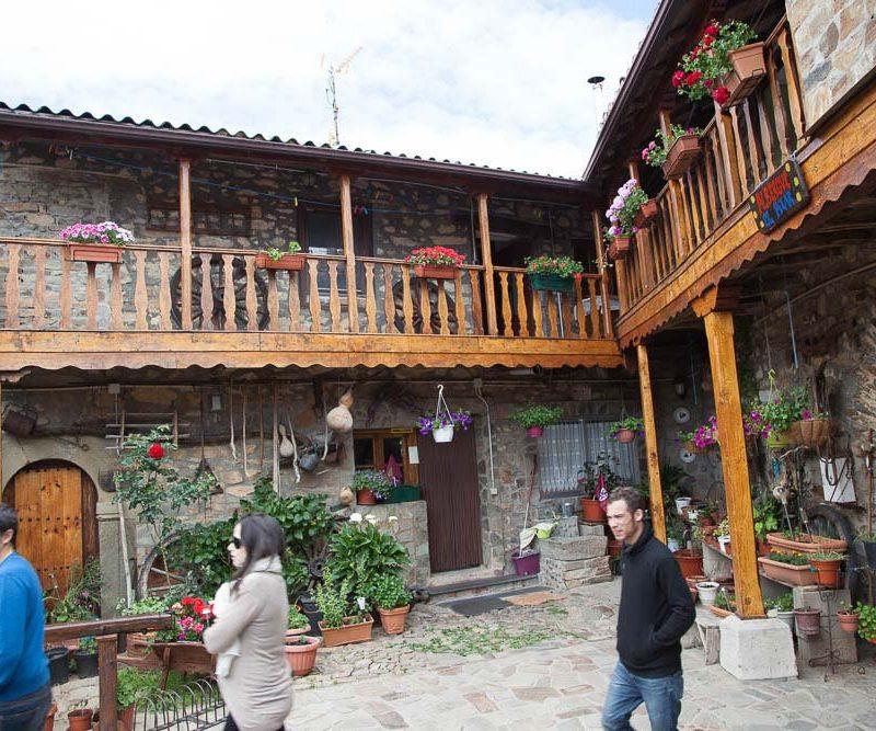 patio_rabanal_del_camino_albergue_el_pilar_2
